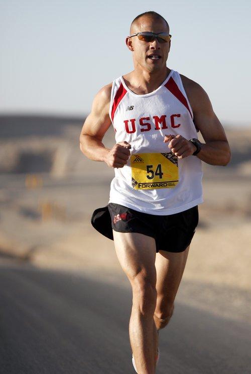 runner-marathon-military